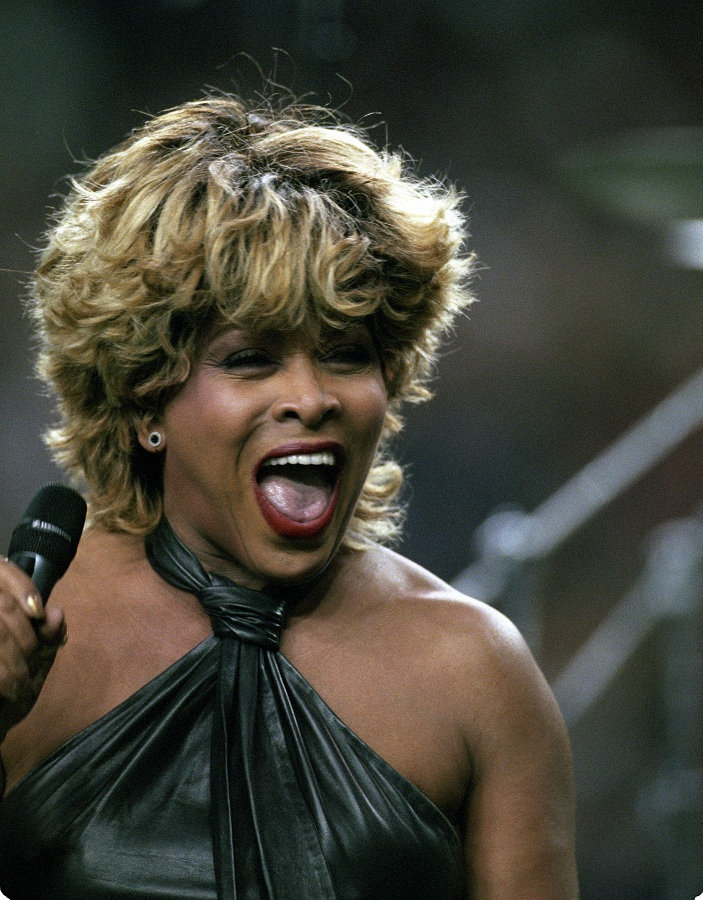Tina Turner performs during the Superbowl pre-game show - January 30, 2000 - 5