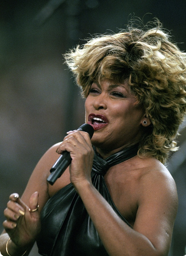 Tina Turner performs during the Superbowl pre-game show - January 30, 2000 - 4