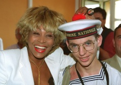 Tina Turner - receiving honorary citizenship of Villefranche sûr Mer - 5