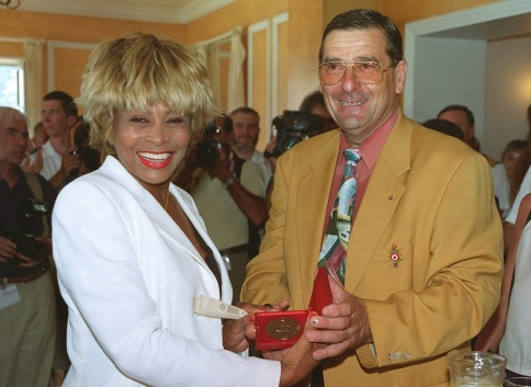 Tina Turner - receiving honorary citizenship of Villefranche sûr Mer - 7
