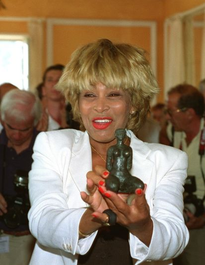 Tina Turner - receiving honorary citizenship of Villefranche sûr Mer - 8