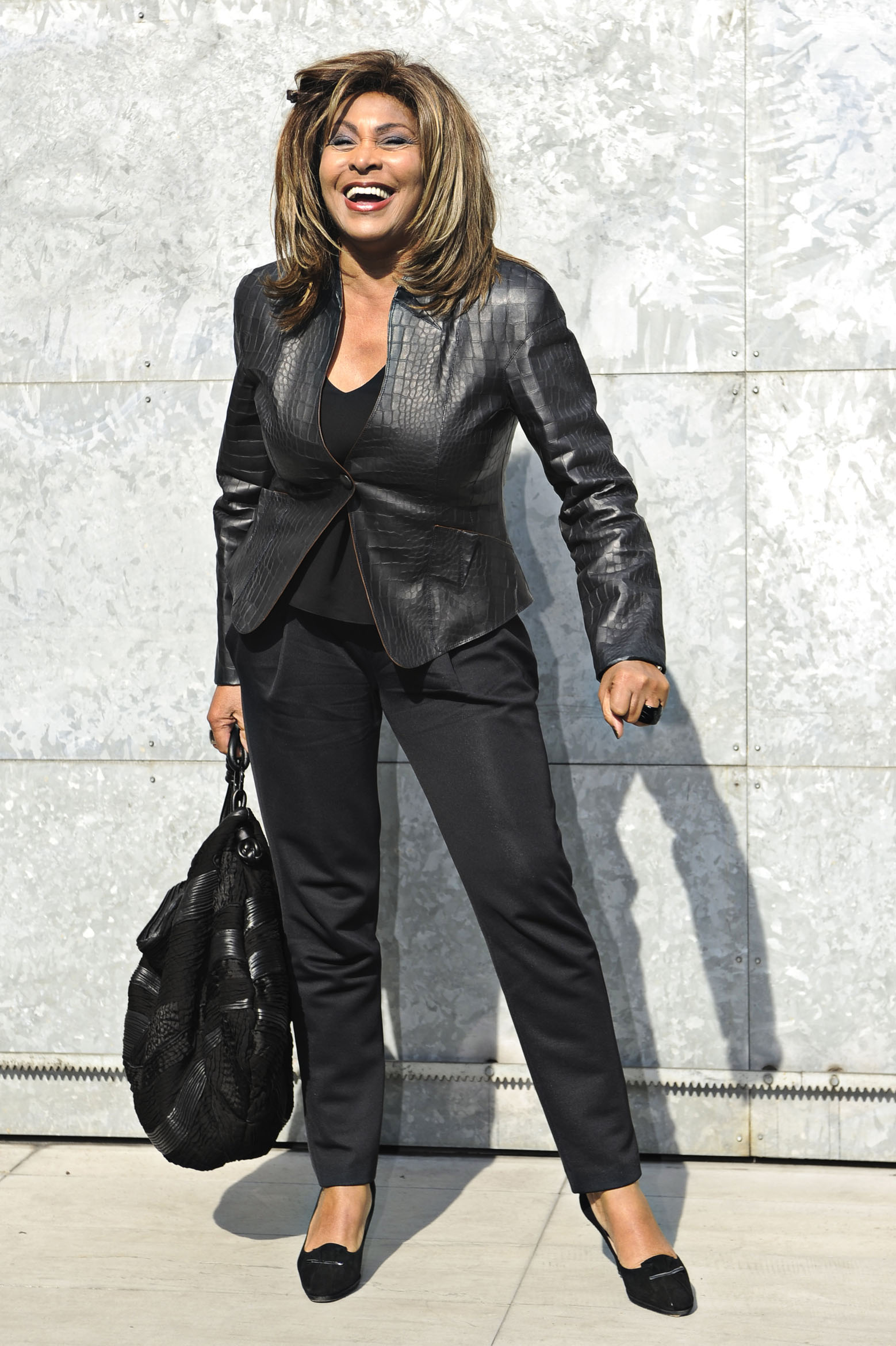 http://tinaturnerblog.files.wordpress.com/2011/02/tina-turner-emporio-armani-fashion-show-milan-italy-february-26-2011-2.jpg