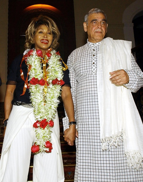 Tina Turner & Ismail Merchant - The Goddess movie preparation India - February 16, 2004  - 02