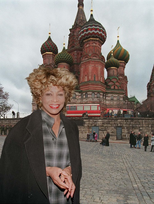 Tina Turner to move to Russia