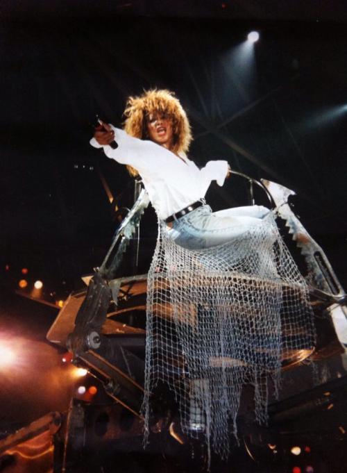 Tina Turner - Better Be Good To Me - Live 1990