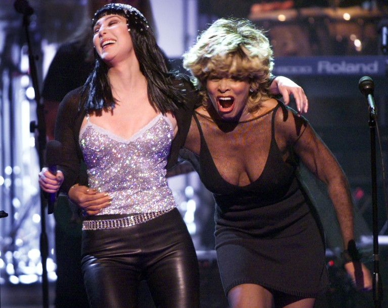 TINA TURNER AND CHER PERFORM TOGETHER AT DIVAS CONCERT.