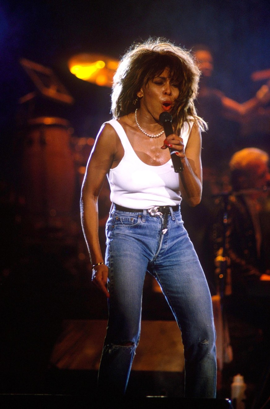 TINA TURNER AT WEMBLEY ARENA, LONDON, BRITAIN - 1987